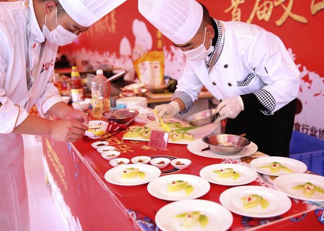 """梅州有个""""厨师村"""",年薪20万元的大厨逾百人"""